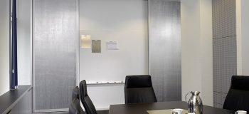 aluminium_mesh-natur-800-100_konferenzraum_06